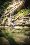 Cascade à la forêt tropicale tropicale en Thaïlande Photo libre de droits