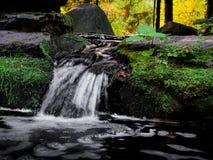Cascade à Moscou, jardin japonais Photographie stock libre de droits