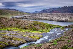 Cascade étonnante au côté sud de l'Islande Image libre de droits