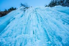 Cascade étonnante d'hiver Images libres de droits