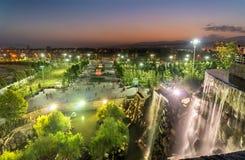 Cascade artificielle au centre de la ville de Dushanbe, la capitale du Tadjikistan photos libres de droits