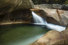 Cascade au nid de poule de granit de bassin, montagnes blanches, nouveau jambon Image libre de droits