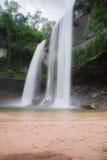 Cascade belle en nature sauvage Photo stock