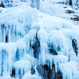 Cascade congelée des glaçons bleus Photographie stock