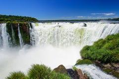 Cascade à écriture ligne par ligne d'Iguazu en Argentine Image stock