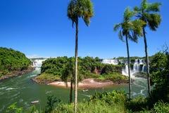 Cascade à écriture ligne par ligne d'Iguazu en Argentine Photos libres de droits
