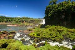Cascade à écriture ligne par ligne d'Iguazu en Argentine Photographie stock