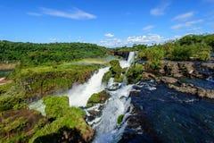 Cascade à écriture ligne par ligne d'Iguazu en Argentine Images stock
