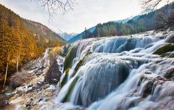 Cascade à écriture ligne par ligne de banc de perle en vallée 2 de Jiuzhai Images stock