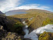 Cascade à écriture ligne par ligne de Dynjandi en Islande Photographie stock