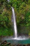 Cascade à écriture ligne par ligne de Fortuna de La, Costa Rica Photographie stock libre de droits
