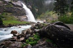 Cascade à écriture ligne par ligne de Krimmler, Autriche Photographie stock libre de droits