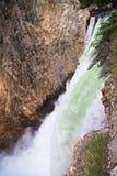 Cascade à écriture ligne par ligne de Yellowstone Image libre de droits
