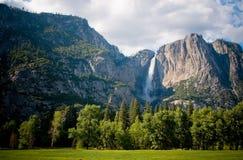 Cascade à écriture ligne par ligne de Yosemite, la Californie Images libres de droits
