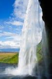 Cascade à écriture ligne par ligne en Islande Images libres de droits