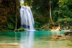 cascade à écriture ligne par ligne erawan de la Thaïlande Photographie stock libre de droits
