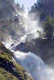 Cascade à écriture ligne par ligne impressionnante, Norvège. Photographie stock