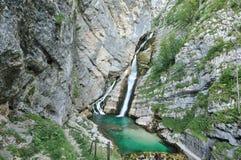 Cascade à écriture ligne par ligne Savica en Alpes de Julian Photographie stock libre de droits
