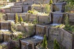 Cascade décorative découlant de la haute photo libre de droits