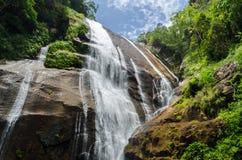 Cascade dans Ilhabela, Brésil Photographie stock libre de droits