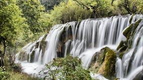 Cascade dans Jiuzhaigou, Sichuan, Chine Images libres de droits