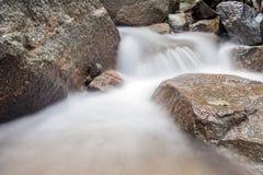 Cascade dans la forêt dans Huai au parc national, province de krabi As Photographie stock libre de droits