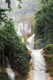 Cascade dans la forêt tropicale photos stock
