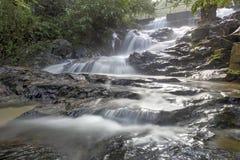 Cascade dans la forêt tropicale de la Malaisie Image stock