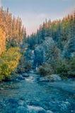 Cascade dans la gamme de montagne de Wrangell-St Elias Photographie stock libre de droits