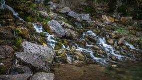 Cascade dans la montagne de Jura Image libre de droits