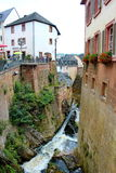 Cascade dans la ville allemande de Saarburg Photos stock