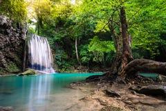 Cascade dans le nom Erawan de la Thaïlande dans la forêt au prov de Kanchanaburi Photographie stock