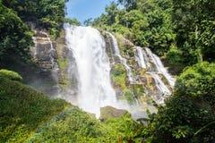 Cascade dans le nord de la Thaïlande Photo stock