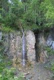 Cascade dans les montagnes Images stock