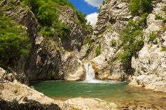 Cascade dans les montagnes de la Bulgarie Photos libres de droits