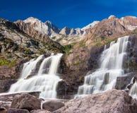 Cascade dans les sierras orientales photo libre de droits