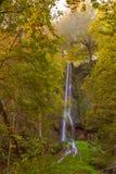 Cascade dans mauvais Urach en automne Image libre de droits