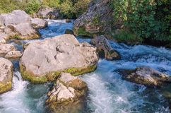 Cascade de Cetina, rivière sauvage, Croatie, Omis, Makarska photo stock
