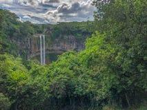 Cascade de Chamarel sur l'île des îles Maurice photo stock