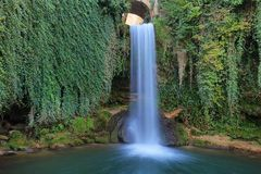 Cascade de conte de fées dans Tobera, Espagne photographie stock libre de droits