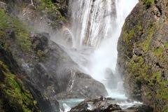 Cascade de Dormillouse, parque nacional de Ecrins en Altos Alpes franceses fotografía de archivo