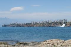 Cascade de Duden comme vu de Lara Beach à Antalya, Turquie Photos libres de droits