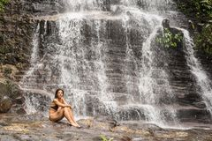 Cascade de forêt tropicale Images libres de droits