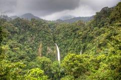 Cascade de Fortuna de La en parc national d'Arenal, Costa Rica Photographie stock libre de droits