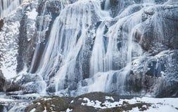 Cascade de glace en quelques automnes de Fukuroda de saison d'hiver photographie stock libre de droits