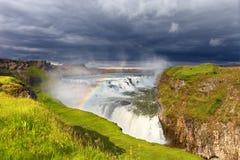 Cascade de Gullfoss et raibow, Islande Photos stock