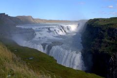 Cascade de Gullfoss et un arc-en-ciel Photos stock
