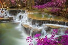 Cascade de Hui Mae Khamin dans la forêt profonde, Thaïlande Image libre de droits