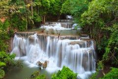 Cascade de Hui Mae Khamin dans la forêt profonde, Thaïlande Photographie stock