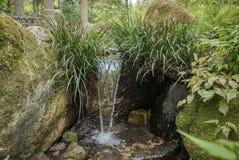 Cascade de jardin dans le complexe de Sanzen-dans le temple photo libre de droits